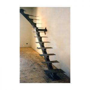 Металлическая лестница для дома (коттеджа)
