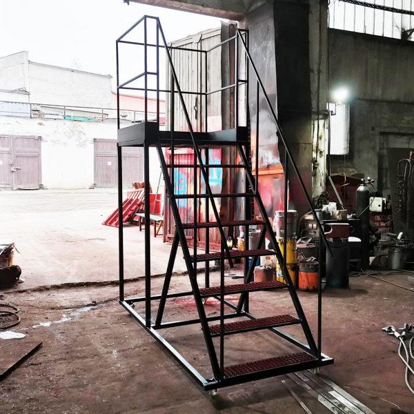 мобильная лестница на колесах от производителя РБ