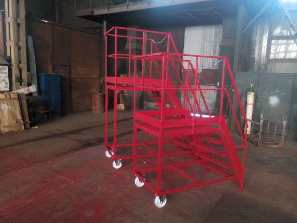 мобильная пережвижная лестница из металла