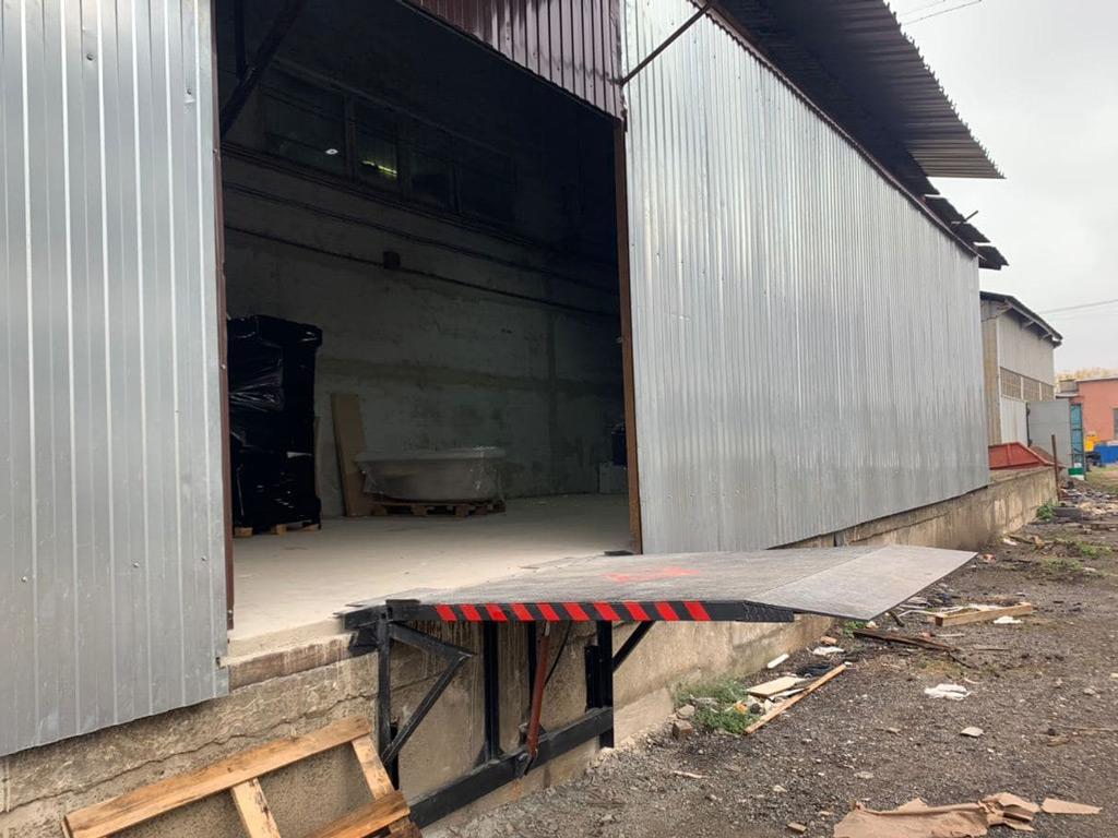 ручной механический перегрузочный мост (стол) для складской рампы