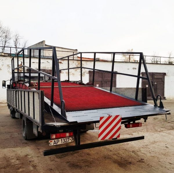 перевозка мобильной рампы на грузовике 5 метров