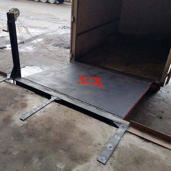Механический откидной мост (уравнительная платформа) для погрузки / разгрузки с рампы