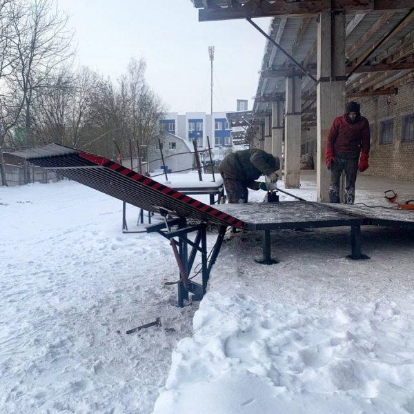 Механический откидной мост (уравнительная платформа) с пандусом